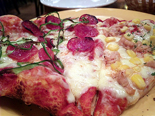 pizza in 表参道
