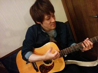 ギターの石井洋介氏