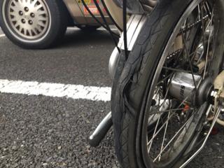タイヤが裂けた、BROMPTON